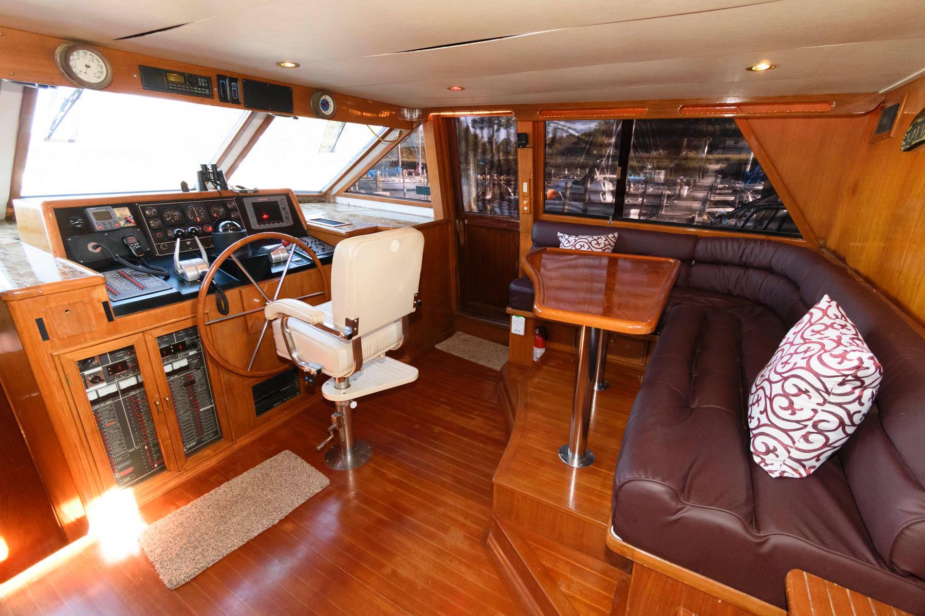 M 5822 TW Knot 10 Yacht Sales