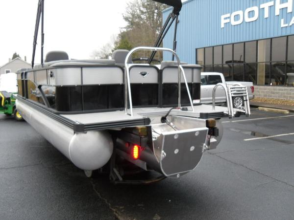 2021 Manitou boat for sale, model of the boat is RF 23 Aurora LE VP & Image # 17 of 43