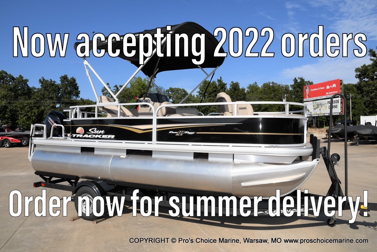 2022 Sun Tracker boat for sale, model of the boat is Bass Buggy 18 DLX & Image # 1 of 2