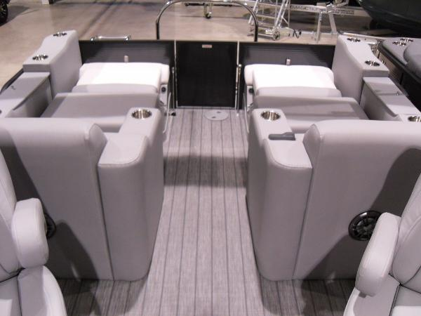 2021 Manitou boat for sale, model of the boat is SR 23 Encore VP & Image # 4 of 20