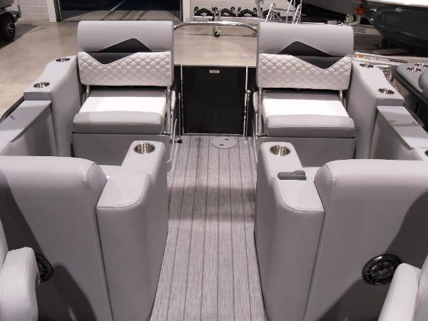 2021 Manitou boat for sale, model of the boat is SR 23 Encore VP & Image # 9 of 20