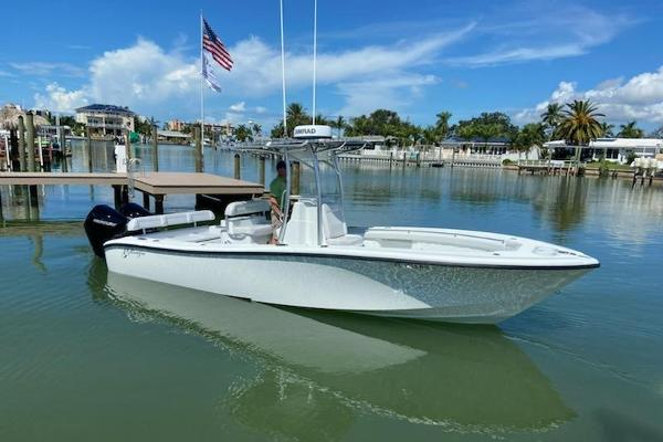 26' Yellowfin 26 Hybrid