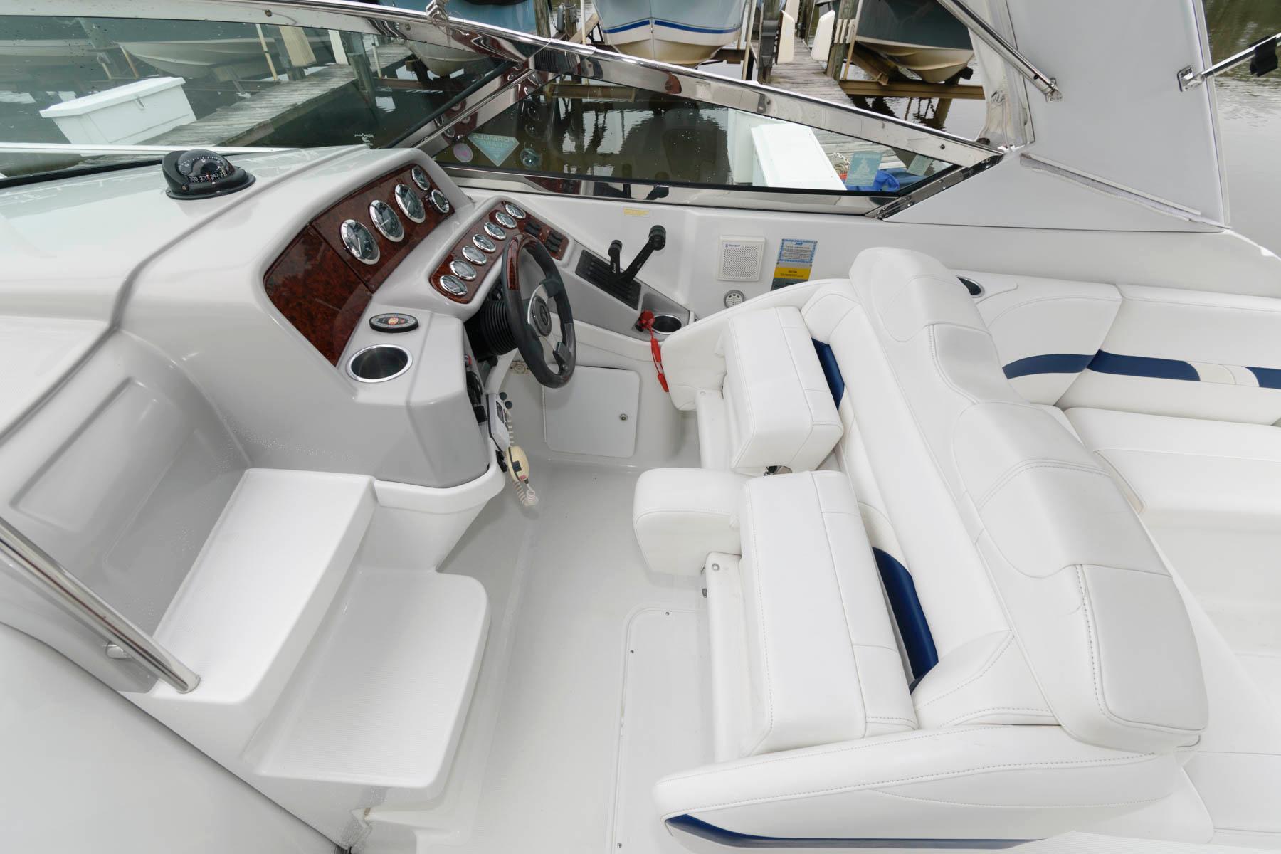 M 6277 PH Knot 10 Yacht Sales