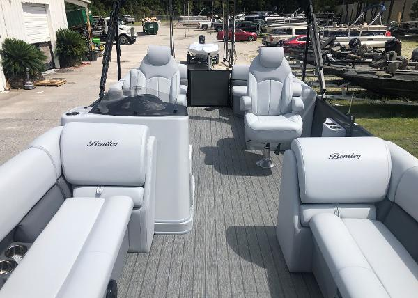 2021 Bentley boat for sale, model of the boat is 243 Navigator & Image # 10 of 30