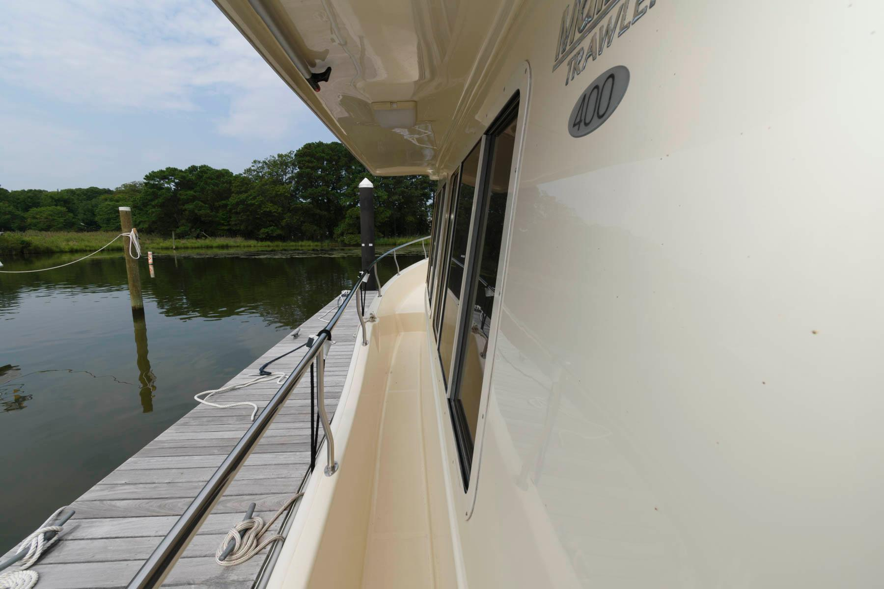 M 6454 RD Knot 10 Yacht Sales
