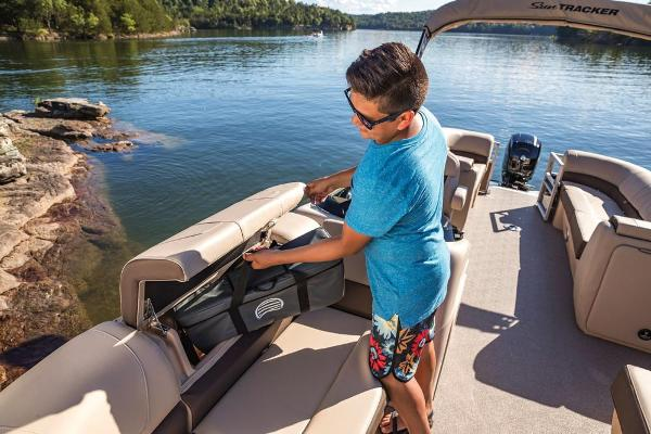 2018 Sun Tracker boat for sale, model of the boat is Party Barge 22 DLX & Image # 5 of 7