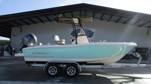 2021 Pioneer boat for sale, model of the boat is 202 Islander & Image # 3 of 47