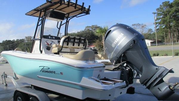 2021 Pioneer boat for sale, model of the boat is 202 Islander & Image # 6 of 47