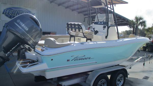 2021 Pioneer boat for sale, model of the boat is 202 Islander & Image # 5 of 47