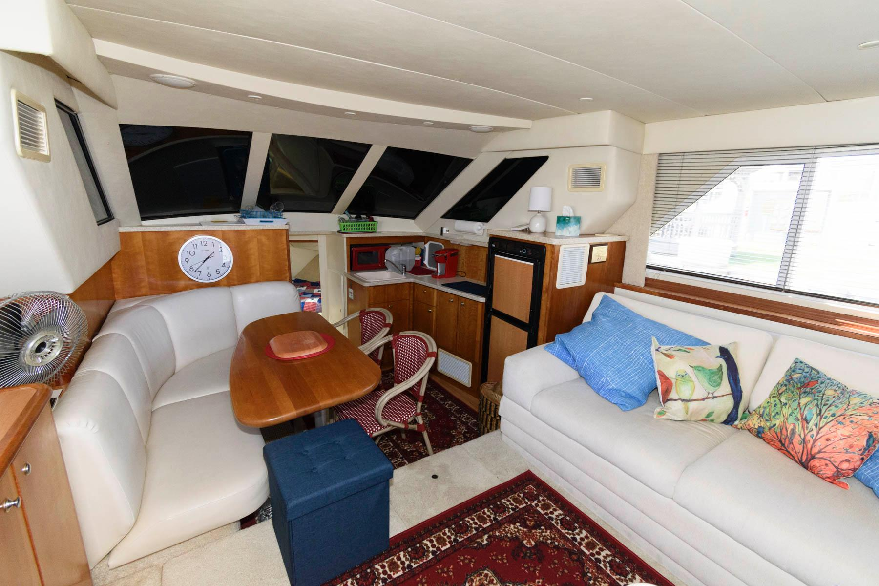 M 6109 MD Knot 10 Yacht Sales