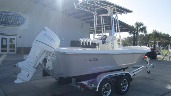 2021 Bulls Bay boat for sale, model of the boat is 2000 & Image # 5 of 46