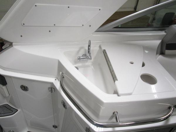 2021 Monterey boat for sale, model of the boat is 295 Sport Yacht & Image # 18 of 40
