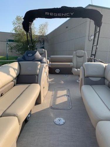 2019 Regency boat for sale, model of the boat is 230 LE3 Sport & Image # 3 of 15
