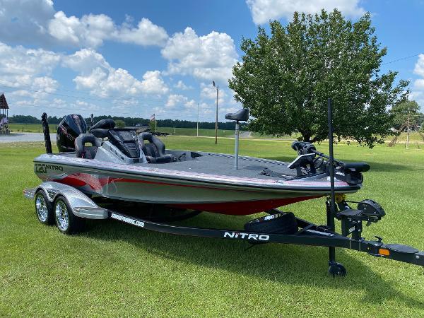 2022 Nitro boat for sale, model of the boat is Z20 & Image # 5 of 15