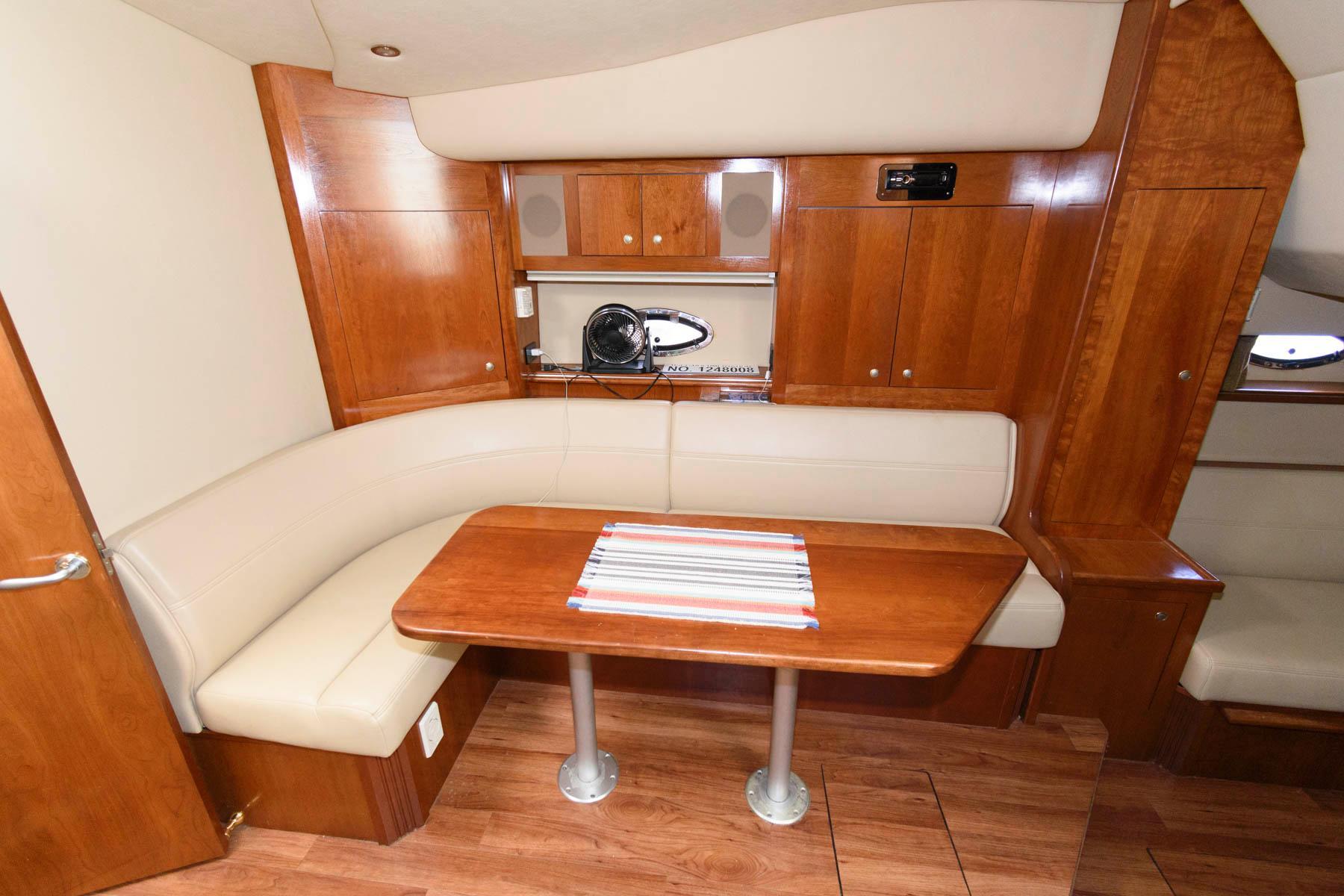M 5783 TW Knot 10 Yacht Sales