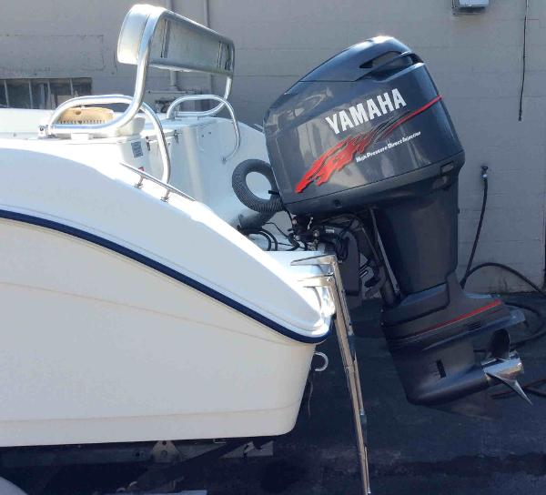 2000 Cobia boat for sale, model of the boat is 204 & Image # 4 of 7