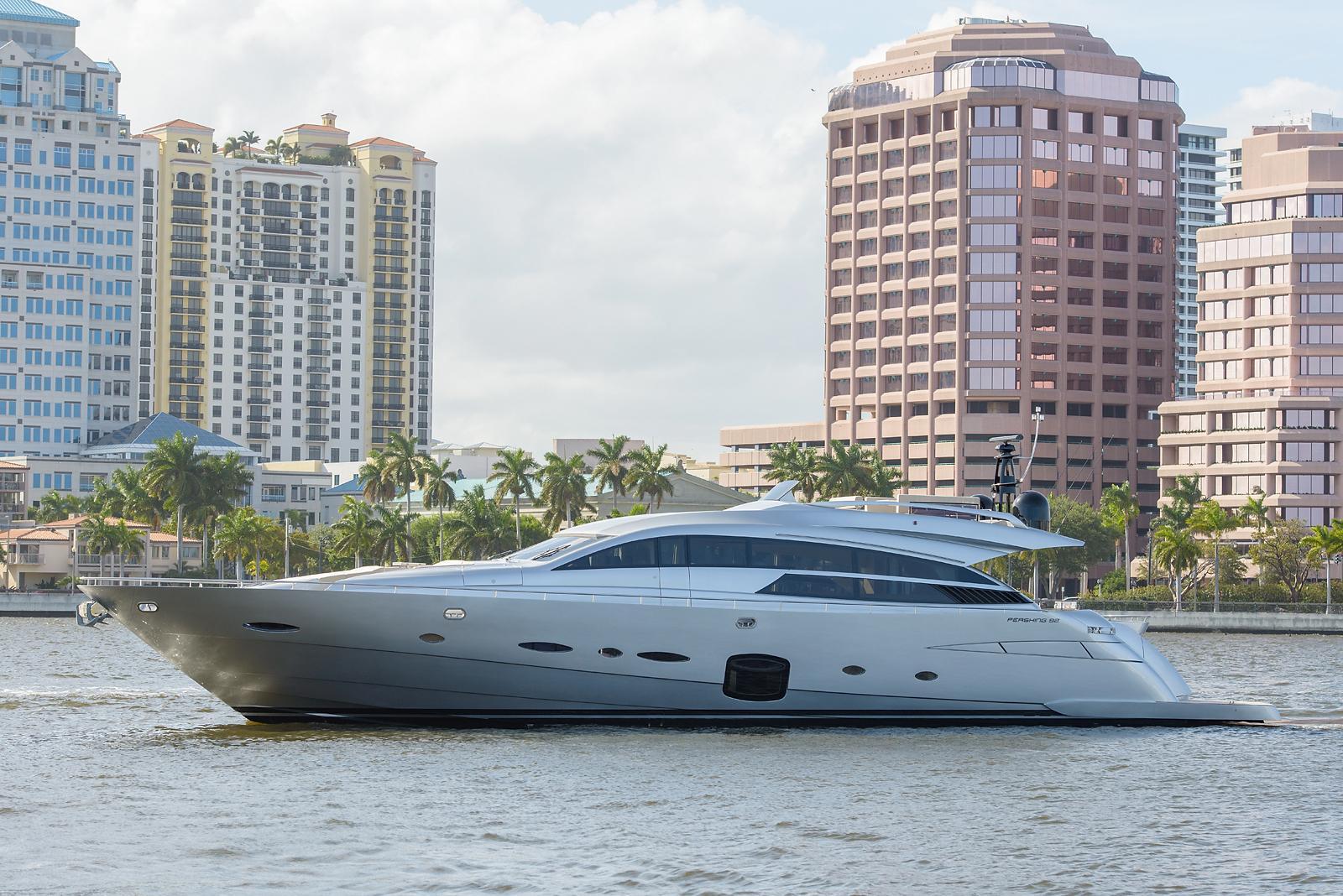 2015_Pershing92_Andiamo_YachtsBlue