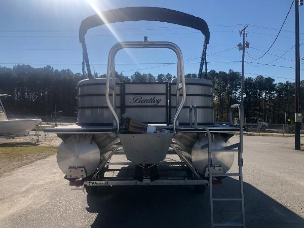2021 Bentley boat for sale, model of the boat is 223 NAVIGATOR & Image # 2 of 31