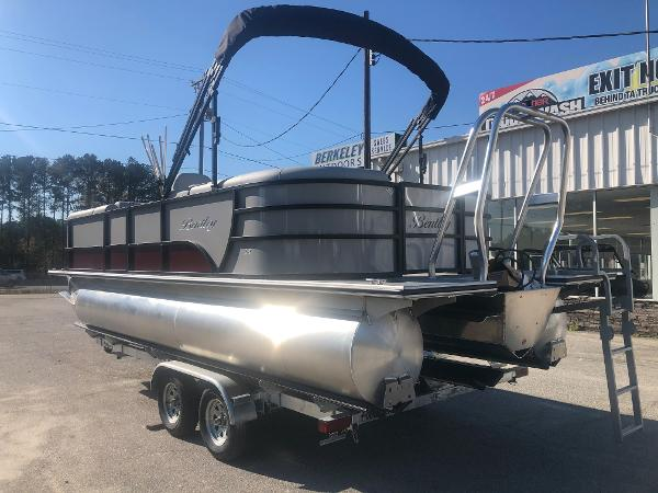 2021 Bentley boat for sale, model of the boat is 223 NAVIGATOR & Image # 8 of 31