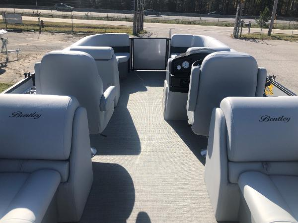2021 Bentley boat for sale, model of the boat is 223 NAVIGATOR & Image # 9 of 31