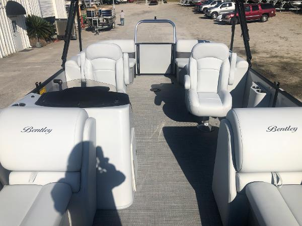 2021 Bentley boat for sale, model of the boat is 223 NAVIGATOR & Image # 10 of 31