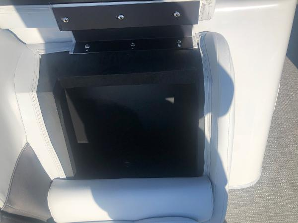 2021 Bentley boat for sale, model of the boat is 223 NAVIGATOR & Image # 18 of 31