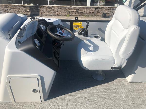 2021 Bentley boat for sale, model of the boat is 223 NAVIGATOR & Image # 19 of 31