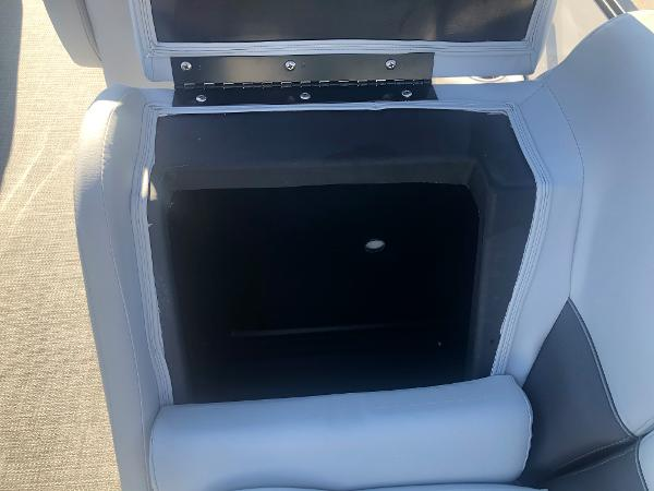 2021 Bentley boat for sale, model of the boat is 223 NAVIGATOR & Image # 30 of 31