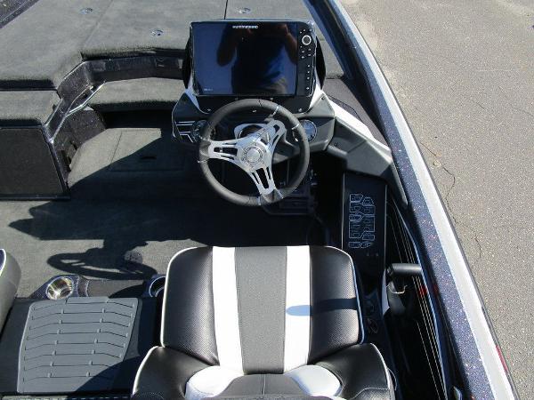 2021 Skeeter boat for sale, model of the boat is FXR20 Limited & Image # 9 of 59