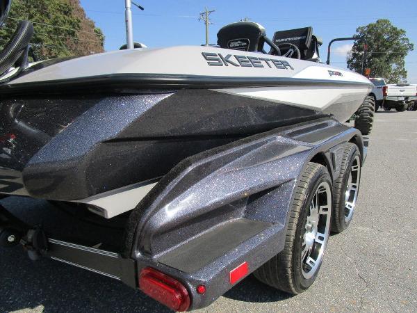 2021 Skeeter boat for sale, model of the boat is FXR20 Limited & Image # 35 of 59