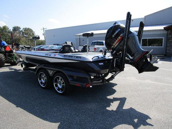 2021 Skeeter boat for sale, model of the boat is FXR20 Limited & Image # 42 of 59