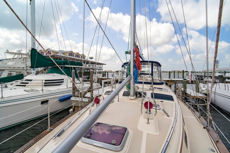 Self-tending, furling staysail on a Hoyt boom