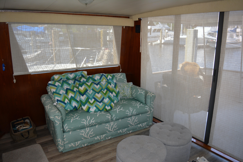 Gulfstar Aft Cabin - Salon Starboard