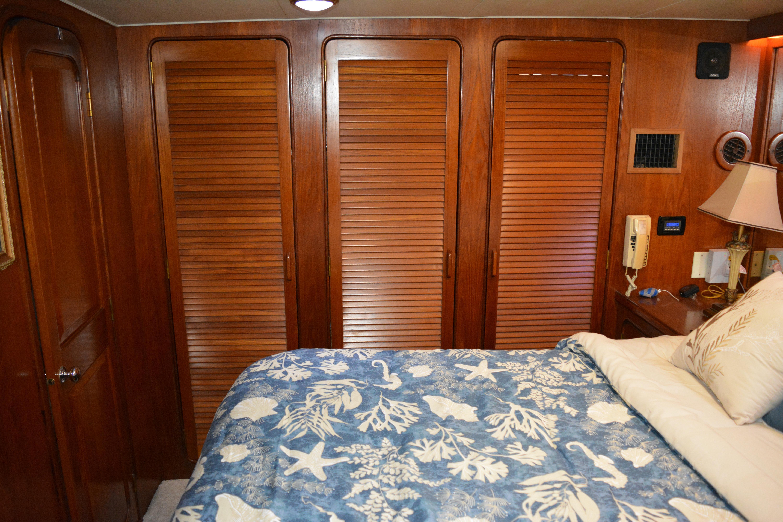 Gulfstar Aft Cabin - Hanging Closets