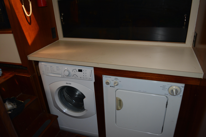 Gulfstar Aft Cabin - Washer/ Dryer