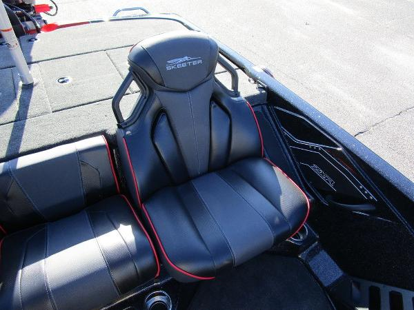 2021 Skeeter boat for sale, model of the boat is ZXR 20 & Image # 34 of 48