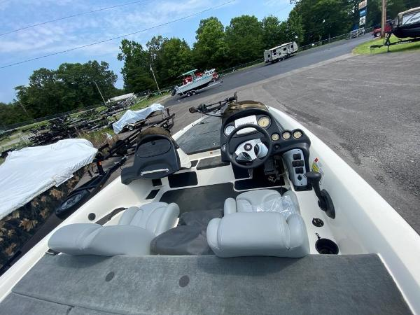 2006 Stratos boat for sale, model of the boat is 294XL & Image # 9 of 22