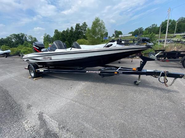 2006 Stratos boat for sale, model of the boat is 294XL & Image # 12 of 22