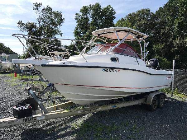 2006 Boston Whaler Conquest