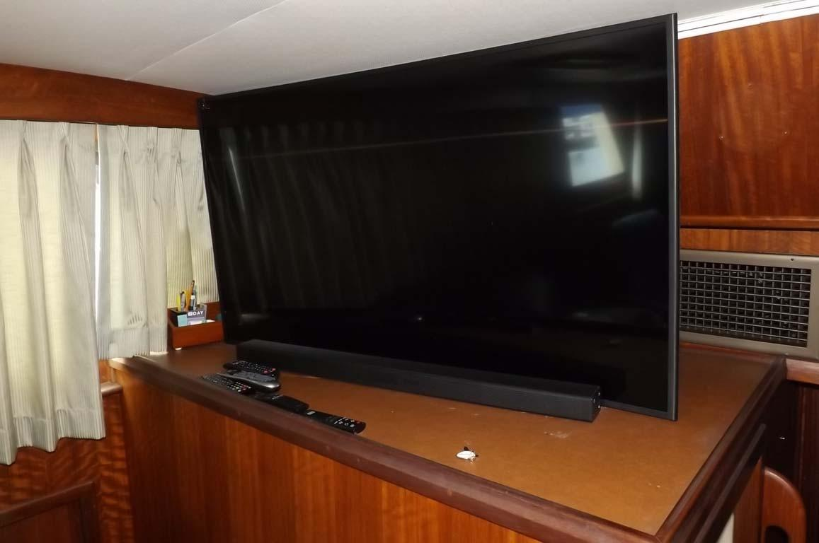 Salon Curved TV