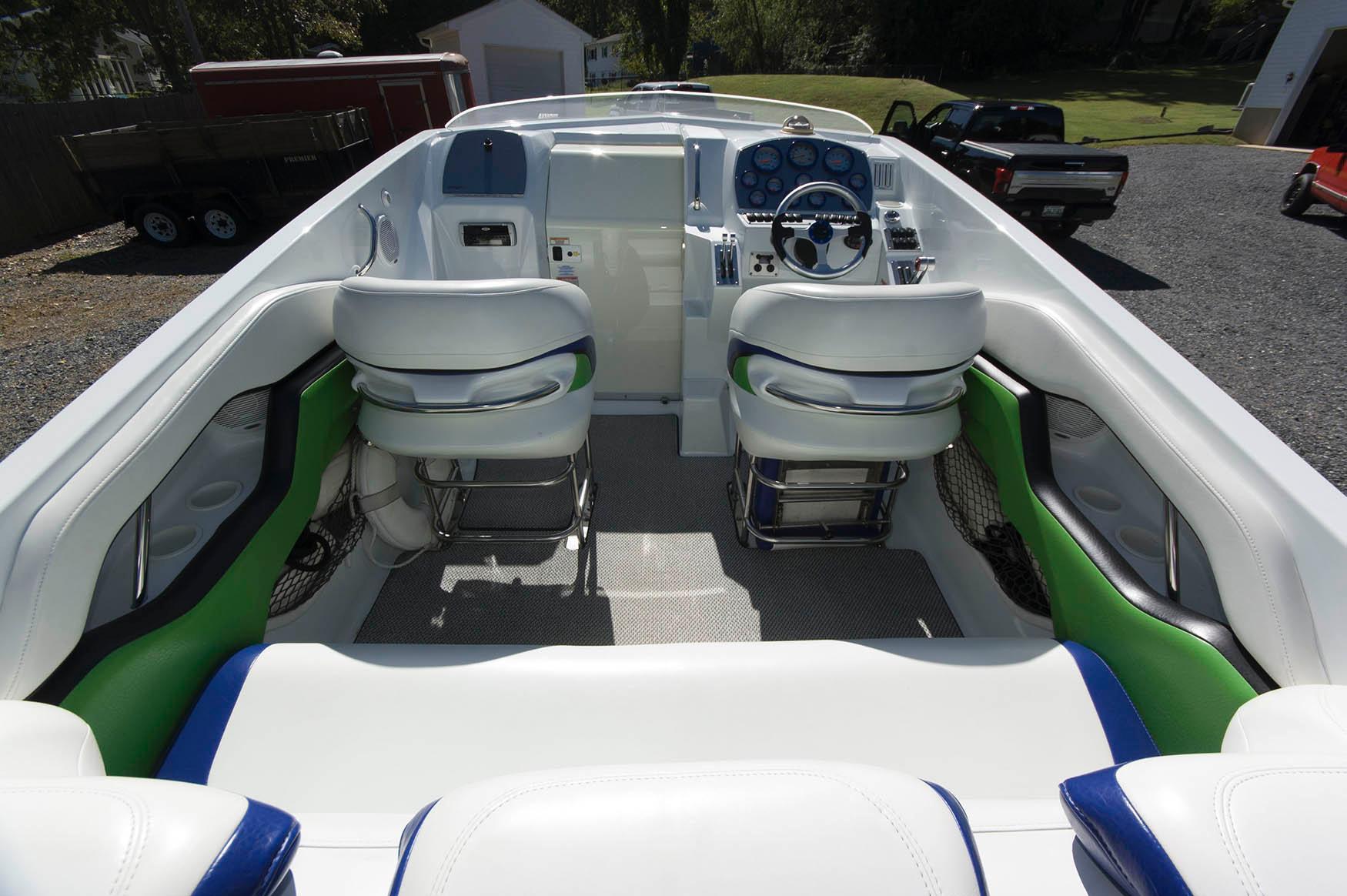 M 5667 BW Knot 10 Yacht Sales