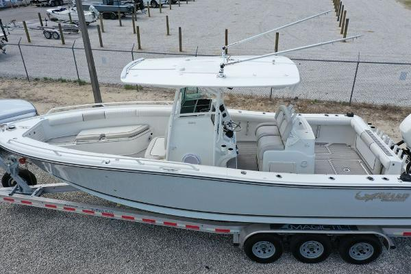 2016 Mako boat for sale, model of the boat is 284 CC & Image # 1 of 19