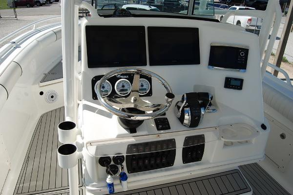 2016 Mako boat for sale, model of the boat is 284 CC & Image # 7 of 19