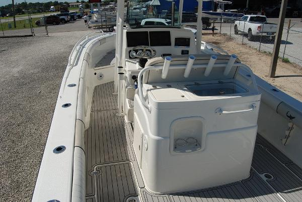 2016 Mako boat for sale, model of the boat is 284 CC & Image # 10 of 19