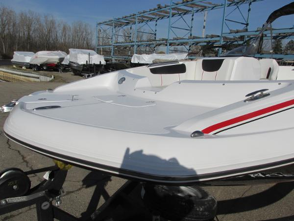 2021 Tahoe boat for sale, model of the boat is 2150 & Image # 9 of 44