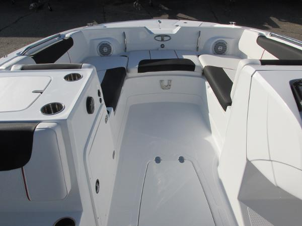 2021 Tahoe boat for sale, model of the boat is 2150 & Image # 15 of 44