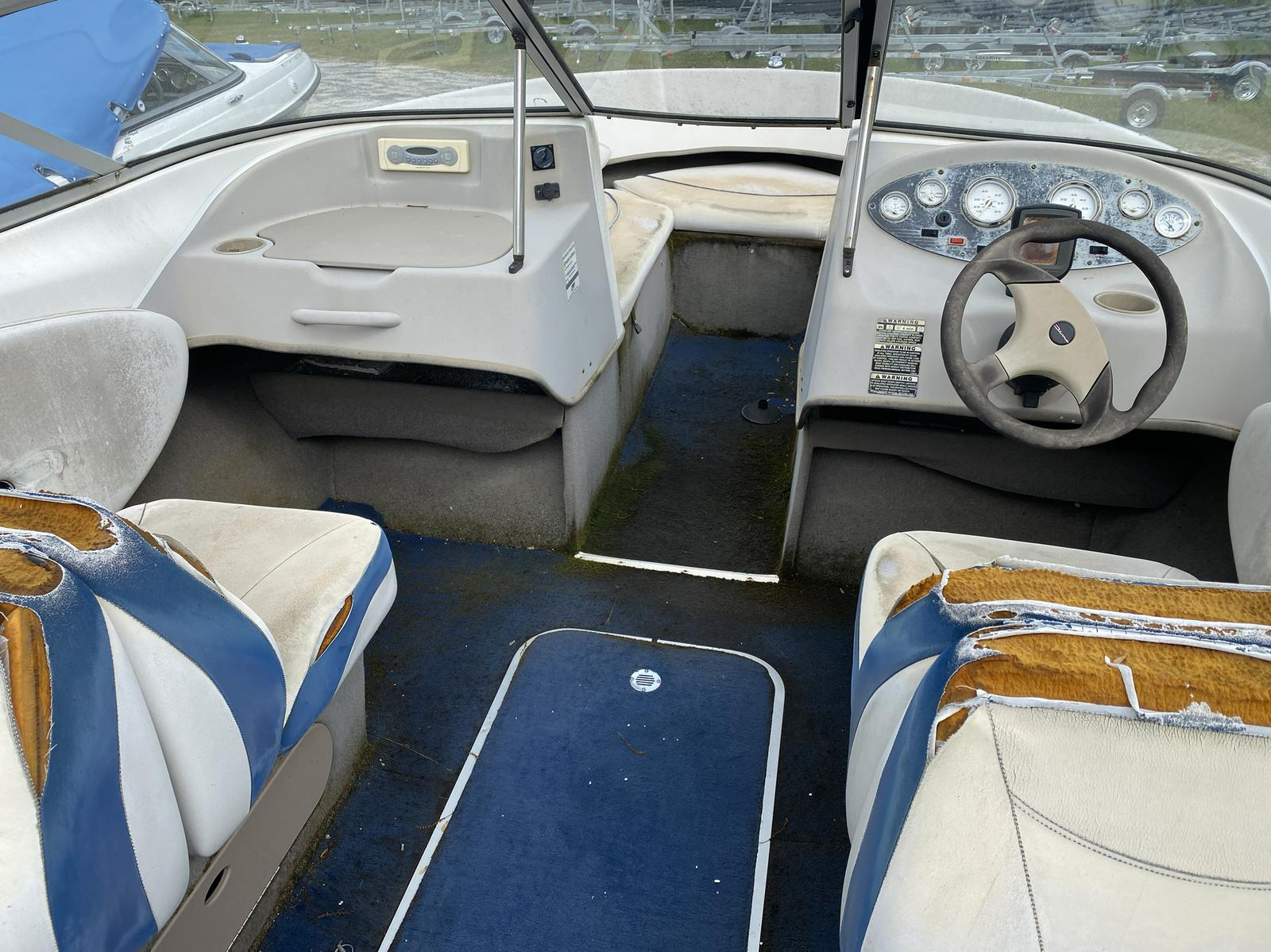2005 Bayliner boat for sale, model of the boat is 215 Classic & Image # 2 of 5