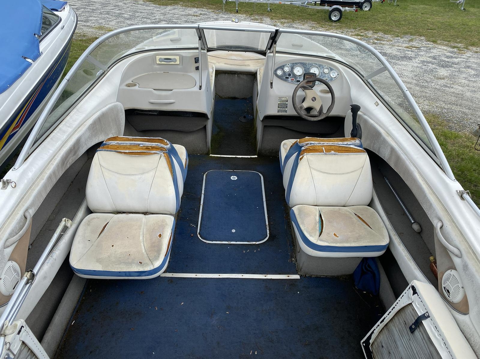 2005 Bayliner boat for sale, model of the boat is 215 Classic & Image # 3 of 5