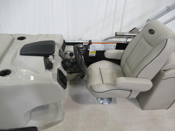 2019 Barletta boat for sale, model of the boat is E22Q & Image # 11 of 15
