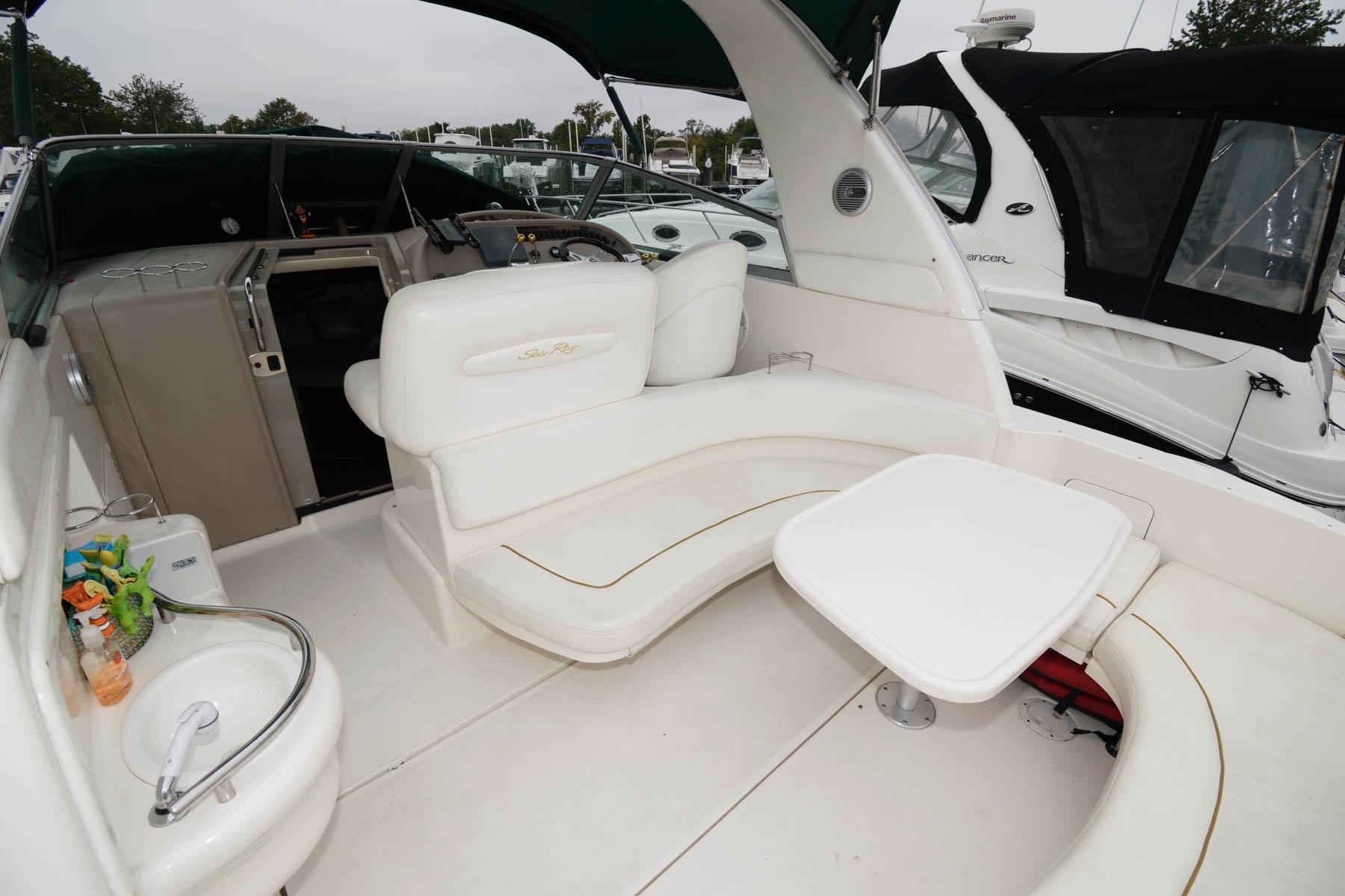 M 6568 VR Knot 10 Yacht Sales